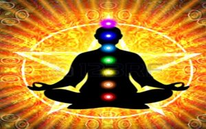"""Art der Meditation """"width ="""" 300 """"height ="""" 189 """"/> </p> <p> <strong> In Sanskrit bedeutet Chakra """"Rad"""" oder """"Scheibe"""" </strong>. Ein Chakra ist ein Energierad. Sie sind sieben und sie beginnen an der Basis der Wirbelsäule und steigen zur Krone des Kopfes auf. entspricht Strahlen von Nerven und wichtigen Organen. </p> <p> Es ist eine Art von Meditation, die versucht, die Chakren auszurichten und zu öffnen, jedes Chakra hat einen Ton (Mantra) und eine damit verbundene Farbe. </p> <p> Beginnen Sie mit dem Erlernen der Grundlagen jedes Chakras. </p> <p> <strong> Wie man Chakren meditiert: </strong> </p> <ul> <li> Setzen Sie sich bequem mit gekreuzten Beinen auf ein Kissen. </li> <li> Atme gleichmäßig und gleichmäßig </li> <li> Schließe deine Augen und konzentriere dich auf dein Wurzel-Chakra, indem du dir ein Bild von dir machst rotes Rad der Energie. Konzentriere dich auf die Körperstelle des Chakras. Wiederhole das entsprechende Mantra. </li> <li> Fahre fort, bis du ein klares Bild von der Energie des roten Chakras hast, das in Form eines Rades fließt. </li> <li> Arbeite auf das Kronenchakra zu. Gib jedem Chakra genug Zeit. </li> <li> Nimm dir Zeit, um mehr über jedes Chakra zu lernen und setze Meditation und Selbsterkenntnis fort, bis du weißt, wann ein individuelles Chakra freigeschaltet ist. Dann kannst du über einzelne Chakren meditieren. </li> </ul> <h3> <span id="""