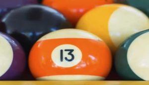 """Bedeutung Nummer 13 """"width ="""" 408 """"height ="""" 234 """"/> </p> <p> Der Engel Nr. 13 vereint die Stärke und Energie der Zahl 1 und der Zahl 3. Die Zahl 1 trägt die Schwingungen der Inspiration und der neuen Ideen, während die Zahl 3 die Schwingungen der Leidenschaft und Motivation </p> <p> Kombiniere diese beiden und du wirst alle Elemente haben, die du brauchst, um im Leben erfolgreich zu sein.Ihre Engel ermutigen dich, deinen Leidenschaften nachzugehen, weil sie dir den neuen Anfang geben, den du suchst. </p> <p> Deine Leidenschaften können dich deinen größten Träumen und Lebenszielen näher bringen Wenn du immer wieder die 13 siehst, bedeutet das, dass du deiner Vision folgen und deinen Instinkten folgen musst. </p> </p> <h3> <span id="""