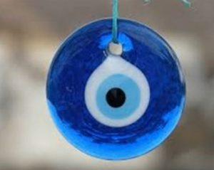"""Glücksauge 2019 """"Breite ="""" 407 """"Höhe verwenden = """"324"""" /> </p> <p> Das Auge des Glücks ist in diesem Jahr der beste Talisman für Jungfrau. Er wird Sie vor Problemen schützen und vor negativer Energie schützen, die Ihre Pläne untergraben könnte. Jeden Tag mit dem berühmten blauen Auge des Bösen </p> </p> <p> <strong> Waage findet mithilfe von Dreiecken das Gleichgewicht. </strong> </p> <p> Anhänger oder Schmuck Dreiecksform schützt die Ureinwohner der Libra vor Trübsal, Neid oder Eifersucht. In diesem Jahr bringen Dreiecke Glück in der Liebe und im Familienleben. </p> </p> <p> <strong> Scorpio wählt das Hufeisen </strong> </p> <p> Die Hufeisen aus Gold sind eines der Amulette von Prote Für das Jahr 2019, egal ob in realer Größe oder klein und empfindlich, können sie die Einheimischen schützen. Und sie brauchen Hufeisen, wenn sie ein Geschäft oder Geld haben. </p> <p> <strong> </strong> </p> <p> <strong> Schütze braucht einen Anker </strong> </p> <p> Das Symbol für Seefahrer und Abenteuer in abgelegenen Meeren, der Anker ist dieses Jahr perfekt für Schütze. [19459007</p> <p> Es wird Sie auf langen Reisen schützen, weil Sie viel reisen möchten, aber vor allem wird es Ihnen helfen, ein ausgeglichenes Leben zu führen. </p> </p> <p> <strong> Steinbock setzt auf vierblättriges Kleeblatt </strong> </p> <p> Es wird gesagt, dass es nicht einfach ist, ein vierblättriges Kleeblatt in der Natur zu finden, aber Capricorn-Eingeborene sollten wirklich einen verwenden 2019. Es wird Ihr glücklicher Talisman sein, wenn sehr schwierige finanzielle und berufliche Probleme in Sicht sind. </p> </p> <p> <strong> Wassermann-Ureinwohner brauchen ein Herz. </strong> </p> <p> Männer oder Frauen, die Aquarianer müssen ein kleines und diskretes Herz tragen, ob sie an ihrem Armband gebunden sind , Halskette oder Uhr. Es wird Ihre positive Energiequelle in den entscheidenden Momenten sein, in denen Sie wichtige Entscheidungen treffen müssen. </p> </p> <p> <strong> Die Ureinwohner brauchen einen Tr"""
