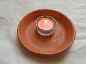 """Gebet, an mich zu denken """"width ="""" 300 """"height ="""" 224 """"/> Die Kraft der Gebete im Gegensatz zu den Zaubersprüchen von Liebe liegt nur in unseren Energien. Um die richtige Konzentration zu erreichen, um die notwendigen Schwingungen zu erzeugen, zünde eine kleine rosa Kerze an der Stelle an, an der du das Gebet rezitierst. Denk daran, sie mit einem Streichholz anzuzünden Stellen Sie sich das Bild dieser geliebten Person aus Holz für ein paar Minuten in der Flamme vor, um es in Ihren Gedanken festzuhalten, und sagen Sie dann, das Gebet stärkt Ihre Kraft zum Zeitpunkt des Rezitierens! </p> <h2> <strong> STARKES GEBET IN DEINEM GEDANKEN SEIN ITS </strong> <strong> </strong> </h2> <blockquote> <p> <span style="""