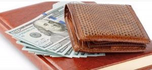 """Farben, um Geld anzuziehen, nach Feng Shui """"Breite ="""" 300 """"Höhe ="""" 139 """"/> </p> <p> Braun ist eine neutrale Farbe und eine der besten Farben, um Geld anzuziehen. Es scheint nicht sehr stark zu sein, aber in Wirklichkeit ist es eine Farbe mit großer Energie, die sich perfekt für die Förderung von Stabilität und wirtschaftlicher Sicherheit eignet. </p> <p> Zusätzlich zu Ihrer braunen Brieftasche können Sie sich mit dieser Farbe sicher fühlen, wenn Sie im Büro etwas Braunes haben oder braune Kleidung tragen. </p> </p> <p> ] <strong> GELB </strong> </p> <p> Wenn Sie Geld anziehen möchten, ist Gelb auch eine der Farben von Geldbörsen, um Geld mit guter Energie für diesen Zweck anzuziehen aktiver und kreativitätsfördernd, eine Farbe, die Chancen bietet und das Erreichen erleichtert oder deine Ziele. </p> </p> <p> <strong> RED </strong> </p> <p> Rot ist die Farbe der Kraft. Es ist auch gut zu verwenden, wenn Geldprobleme auftreten. Es muss jedoch ausgewogen eingesetzt werden. Die Chinesen glauben, dass dies die Farbe des Überflusses und des Reichtums ist. In der Tat ist dies keine Überraschung, da wir alle chinesischen Unternehmen mit Rottönen dekoriert sehen. Mit dieser Brieftaschenfarbe können Sie Geld anziehen. </p> </p> <p> <strong> ORANGE </strong> </p> <p> Orange ist eine der fünf Farben, die Geld anziehen. Es kombiniert die Energie von Gelb mit der Stärke von Rot. Dies gibt Ihnen die Kraft und Entschlossenheit, die Sie benötigen, um Ihre Ziele zu erreichen. Die Farbe Orange hat auch etwas mit Wohlstand und Geld zu tun. </p> <p> Falls Sie noch Zweifel haben, sage ich Ihnen, dass es viele Menschen gibt, die sich die Möglichkeit gegeben haben, diese Farben von Geldbörsen auszuprobieren, um Geld anzuziehen, und geblieben sind überrascht und sehr dankbar für die erzielten Ergebnisse. </p> <p> Also, ich lade Sie ein, den Test selbst durchzuführen. Kaufen Sie eine Brieftasche oder ein Portemonnaie in der Farbe, die Ihre Aufmerksamkeit am meisten auf sich zieht, und teilen """